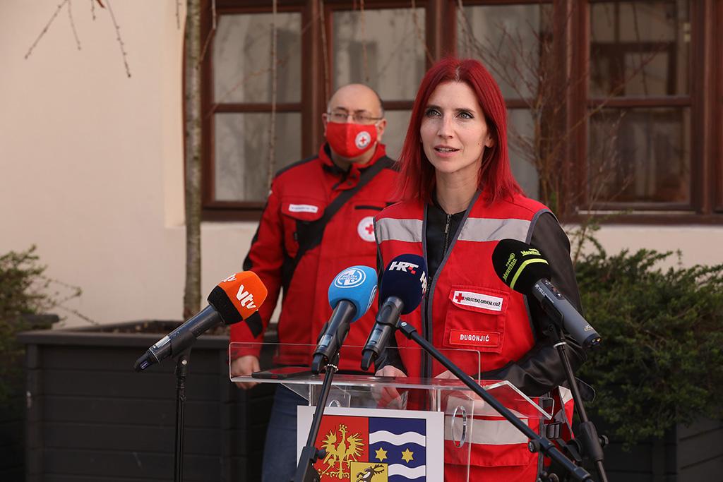 Ova slika ima prazan alt atribut ; naziv datoteke je Crveni-kriz-volonteri-4.jpg