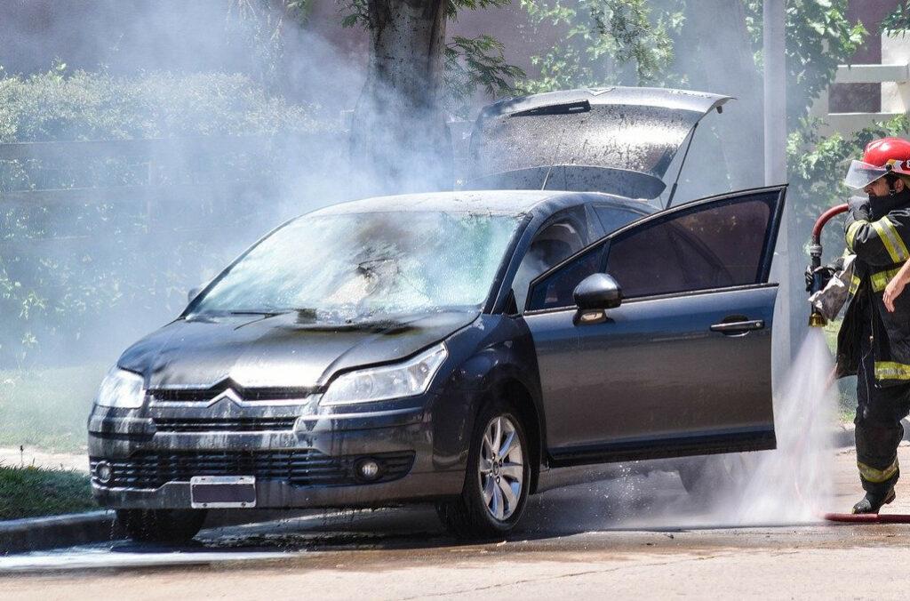 požar auta vatra auto