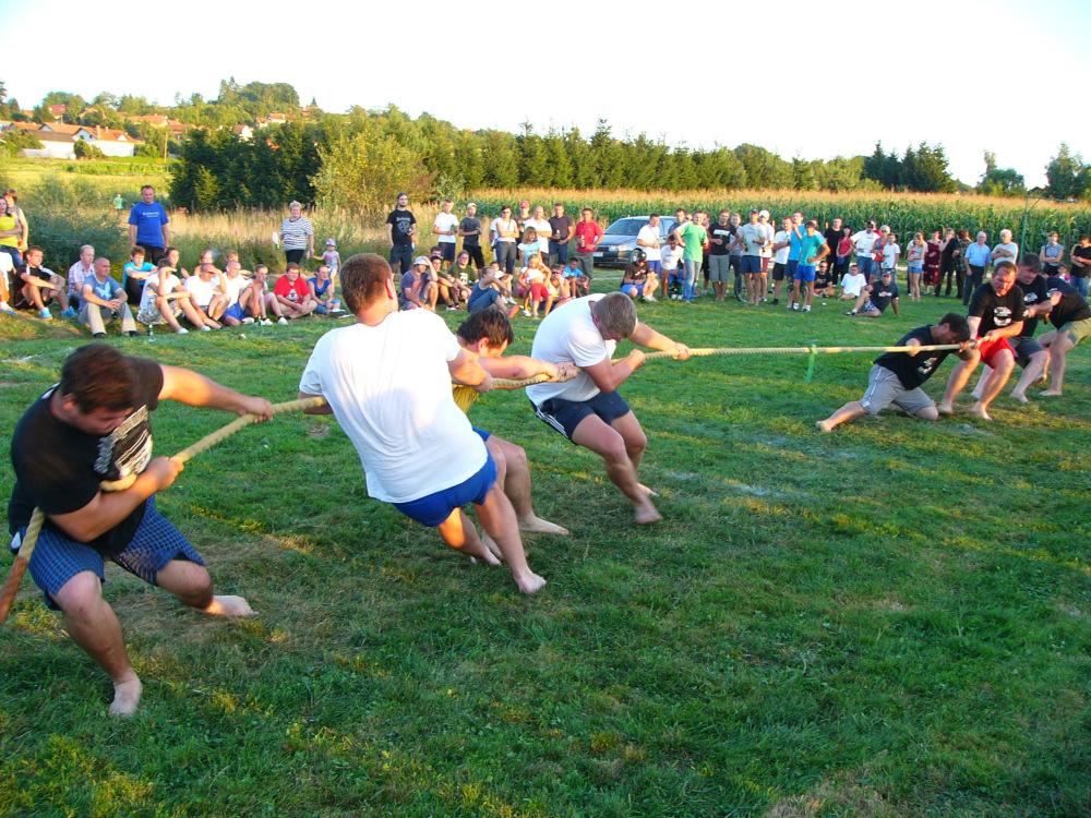 seoske igre povlačenje užeta